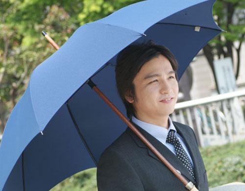 Lo último en Japón: Sombrillas para los Hombres